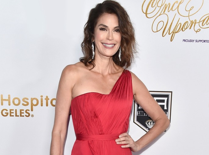 rs_1024x759-170131093806-1024-teri-hatcher-wwk
